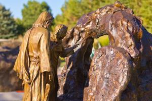 Jesus Raiding Lazerous